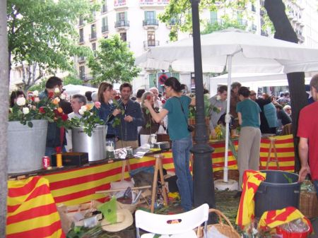 A typical rose stand with the Catalonia flag